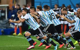 Argentína-Hollandia, az elődöntő képekben