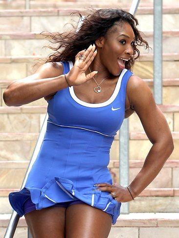 Serena Williams új kék ruhájában is jól érzi magát - Fotó: heraldsun.com.au
