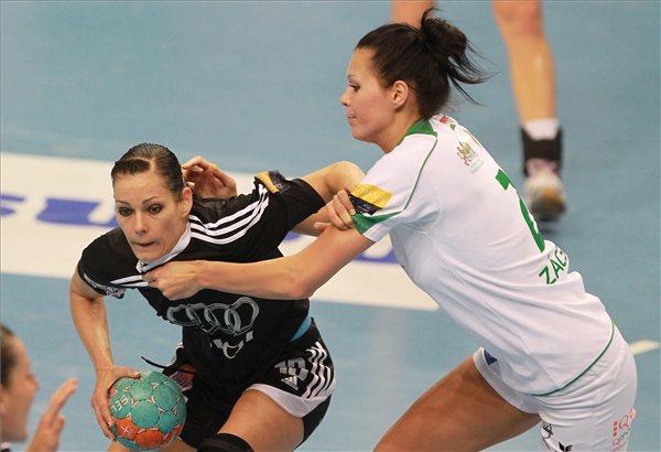 Görbicz Anitát (balra) nem lehetett megállítani, Zácsik Szandrának sem sikerült - Fotó: MTI