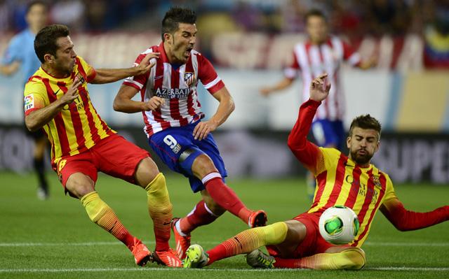 David Villa (középen) pazar góllal nyitotta a meccset - fotó: AFP