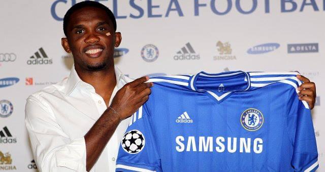 Eto'o egyelőre boldognak tűnik a Chelsea mezével