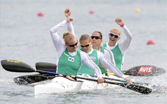 A győztes Szabó Gabriella, Kozák Danuta, Fazekas Krisztina és Vad Ninetta (b-j) ünnepel a célban. MTI Fotó: Kovács Tamás