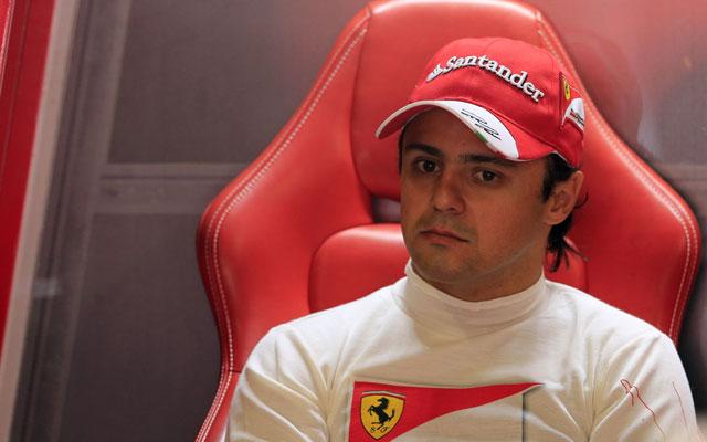 Massa maradna a kényelmes piros ülésben - Fotó: AFP