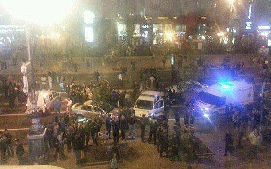 Már az utcákon elkezdődött a harc