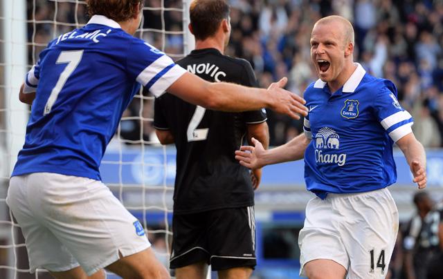 Naismith (jobbra) fejese okozta a Chelsea vesztét - fotó: AFP