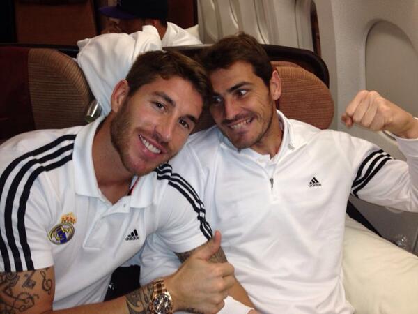 Casillasnak (jobbra) nincs szerencséje a madridi védőkkel