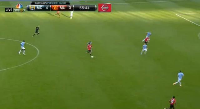 A United alternatív formációja: elöl Rooney, mögötte balról jobbra Welbeck, Fellaini, Valencia