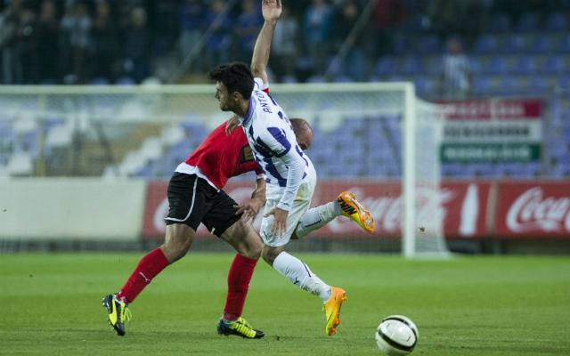 Miroszlav Grumics és José María Antón (elől) piruettje a Szusza Stadionban - Fotó: MTI