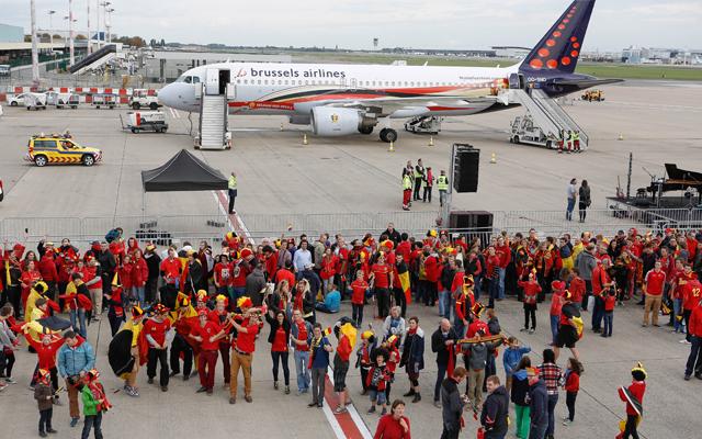 Több száz szurkoló indította útnak a belga válogatottat Zágrábba - Fotó: AFP