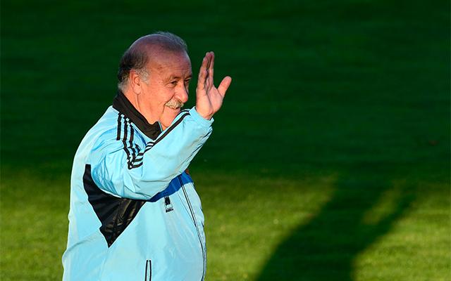 Del Bosque derűlátóan üdvözölte az edzésre kilátogató szurkolókat / AFP
