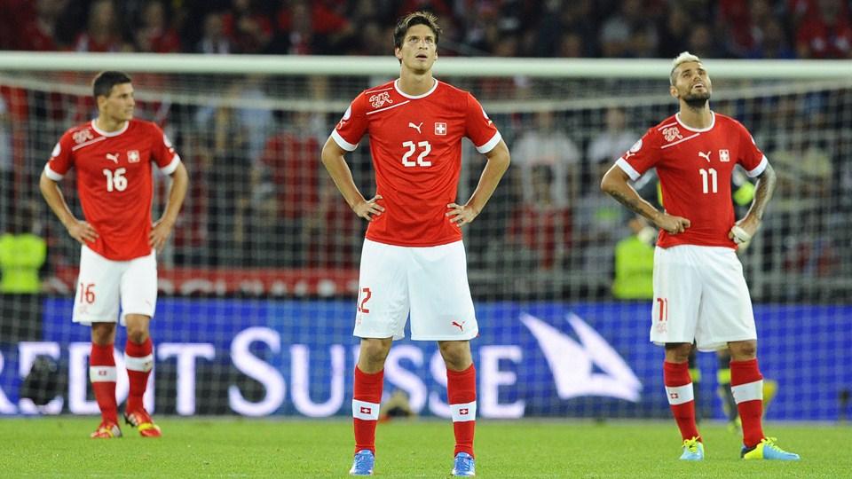 Klose (22) és Behrami (11), a svájci csapat két tagja már Brazília felé tekintget  / fifa.com