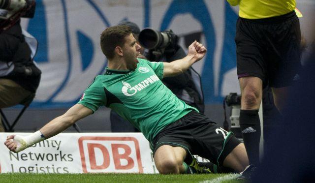 Szalai Ádám fejesével került előnybe a Schalke - fotó: AFP