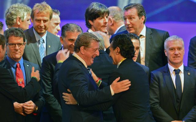 Hodgson ölelkezik Prandellivel - Fotó: AFP