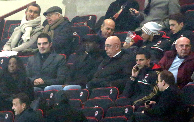 Seedorf már ott ült a leátón a Milan-Spezia meccsen - fotó: AFP