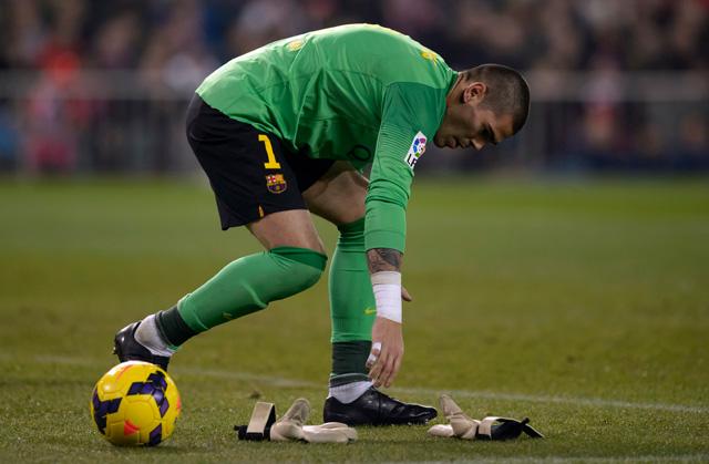 Ki lesz Victor Valdés utódja, ha nem igazolhat kapust a Barca? - fotó: AFP