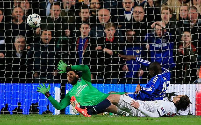 Demba Ba a négy közé lőtte a Chelsea-t - Fotó: AFP