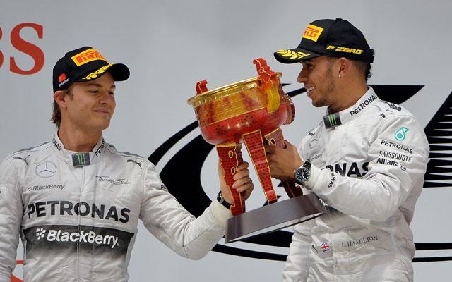 Hamilton (jobbra) boldog volt, Rosberg nem annyira - Fotó: AFP