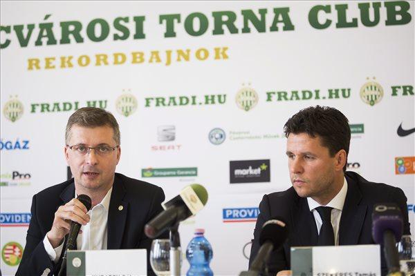 Kubatov Gábor, az FTC elnöke (b) és Szekeres Tamás, Lagardere Group magyarországi leányvállalata, a LUSS Kft. ügyvezető igazgatója bejelentették, hogy a LUSS Kft. lesz az FTC új stadionjának üzemeltetője, a felek tízéves megállapodást kötöttek. MTI Fotó: Mohai Balázs