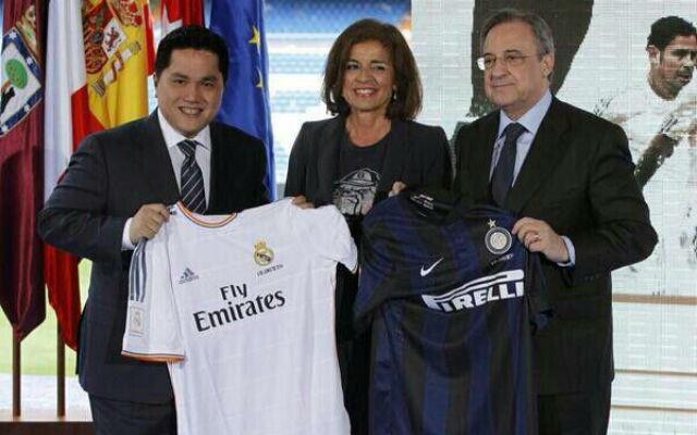 Thohir (b) és madridi kollégája, Florentino Pérez (j)