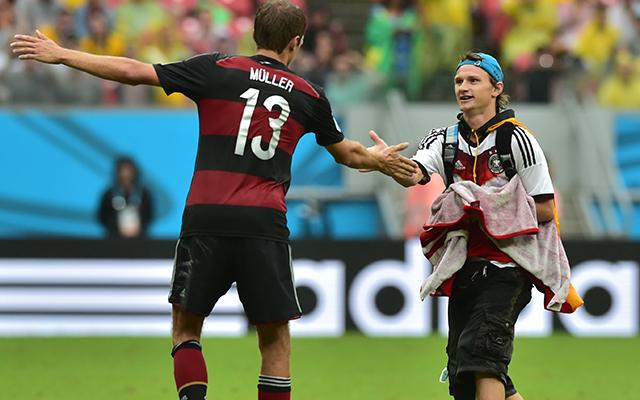 Müller már négygólos, a hajrában biztonsági őrnek csapott fel - Fotó: AFP