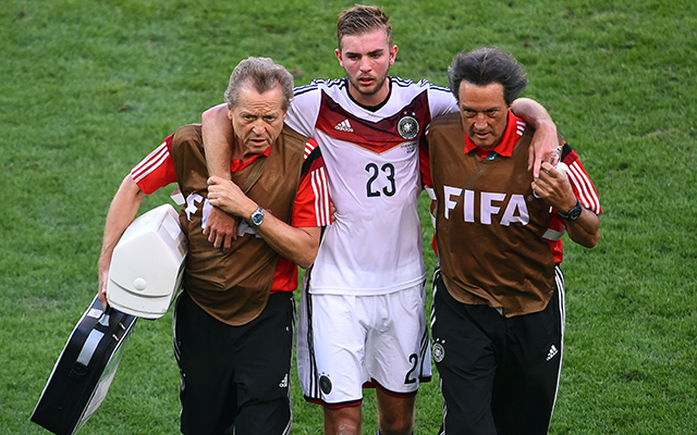 Kramer ködös tekintettel botorkált le a pályáról - Fotó: AFP