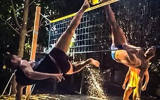 Ronaldinho még csapat nélkül, de élvezi - videó