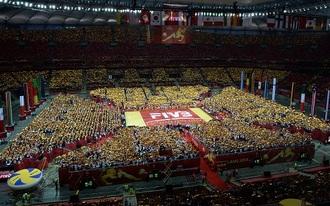 Parádés látvány Varsóban, 60 ezren egy röplabdameccsen - fotók