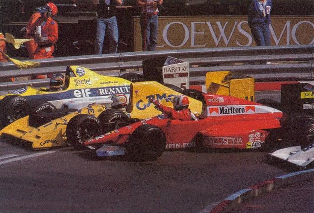 De Cesaris emlékezetes ütközés utáni afférja Piquettel az 1989-es Monacói Nagydíjon. Fotó: www.flickr.com