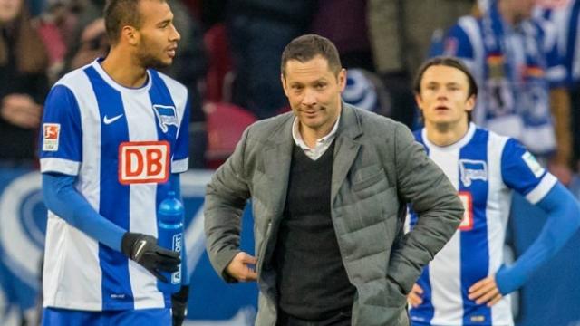 Dárdai eddigi legfontosabb meccsére készül a Hertha kispadján.