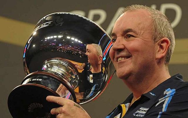 Phil Taylor nyolcból ötször hódította el Grand Slam of Darts trófeát. - Fotó: pdc.tv