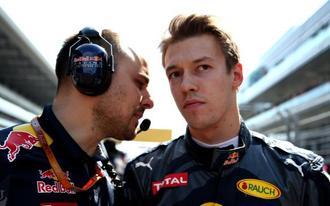Pilótacsere a Red Bullnál, megválnak a hibázó orosztól