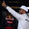 Káosz, nullázó Ferrari és Hamilton-siker Szingapúrban