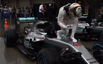 Hamilton nyerte a kaotikus futamot, de Verstappen elvitte a show-t