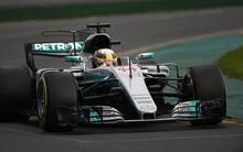 Vettel megvicceli Hamiltont vagy jön a papírforma?