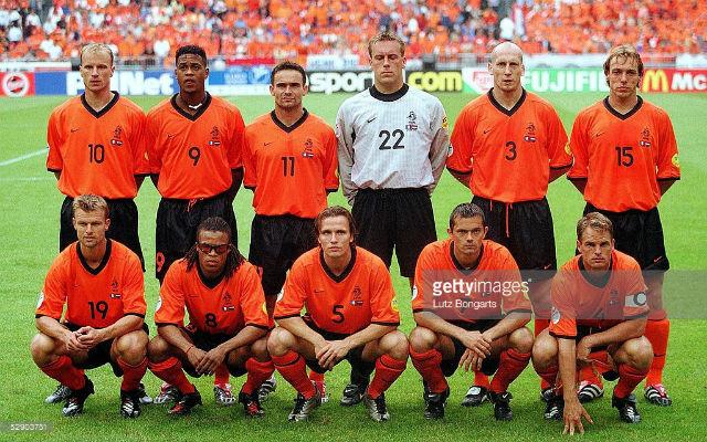 A 2000-es Eb egyik kezdőcsapata: Bergkamp, Kluivert, Overmars, Westerveld, Stam, Bosvelt, Numan, Davids, Zenden, Cocu, Frank de Boer