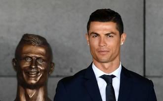Ronaldo reagált a förtelmes bronzszoborra
