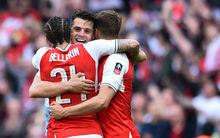 Sallait megalázta az edzője, otthon tréfálták meg a Poolt, döntős az Arsenal