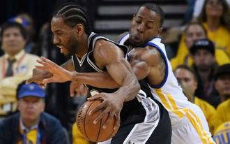 Hihetetlen fordítás a Warriorstól, dupla sokk a Spursnek