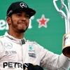 Hamilton rajtol az első helyről