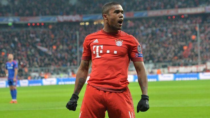 Douglas Costa két év után elhagyja Münchent