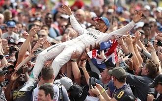 Hamilton nyert és sokat hozott a pechesen járt Vettelen