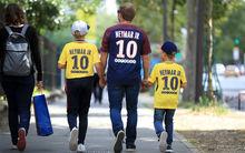 Brutális számban adják el Neymar mezeit