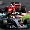 Elengedi Hamilton, vagy megharcol Vettellel a győzelemért?