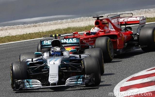 Bottas és Vettel között dőlhet el a győzelem. - Fotó: motorsport.com