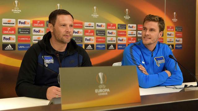 Dárdai és Langkamp a meccs előtti sajtótájékoztatón. fotó: Hertha BSC Facebook