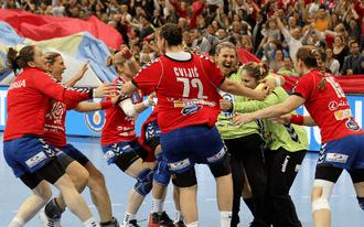 A magyarok és a szerbek meccseivel nyernénk - napi tippek a vb-re