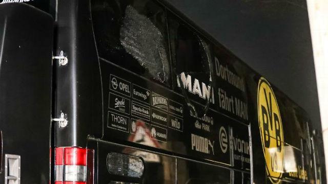 Az április 11-ei robbantások által károsult dortmundi autóbusz. fotó: bundesligafanatic.com