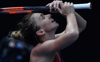 Maratoni meccs dönthet Halep és Wozniacki között