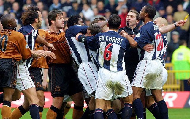 Bár a kép nem ezt sejteti, mégis a világ legbékésebb derbije a West Brom vs Wolves. fotó: Telegraph