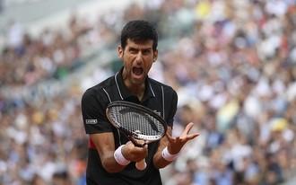 Djokovics szétcsúszott, dobja Wimbledont?